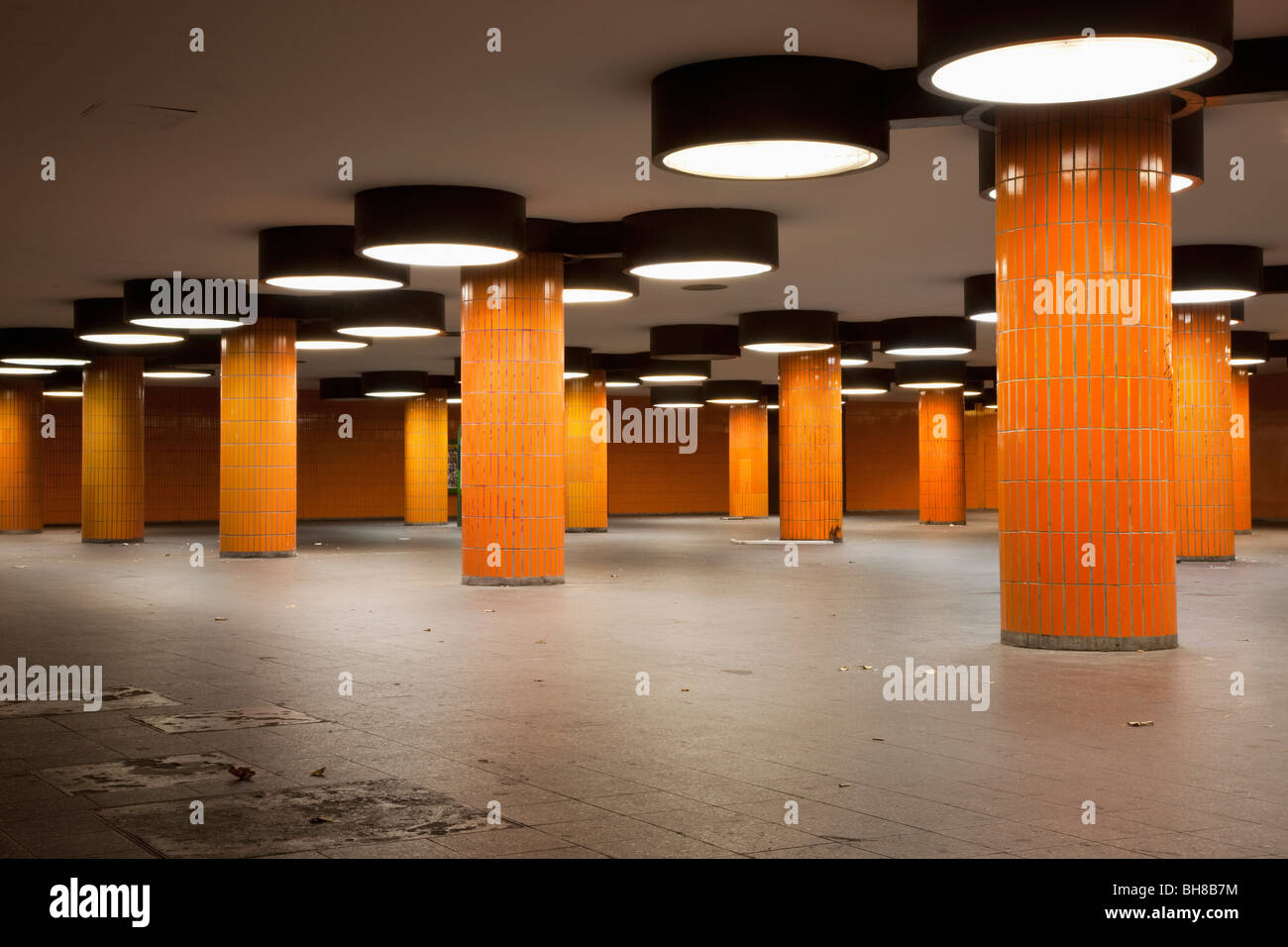 A vacant subway station foyer - Stock Image
