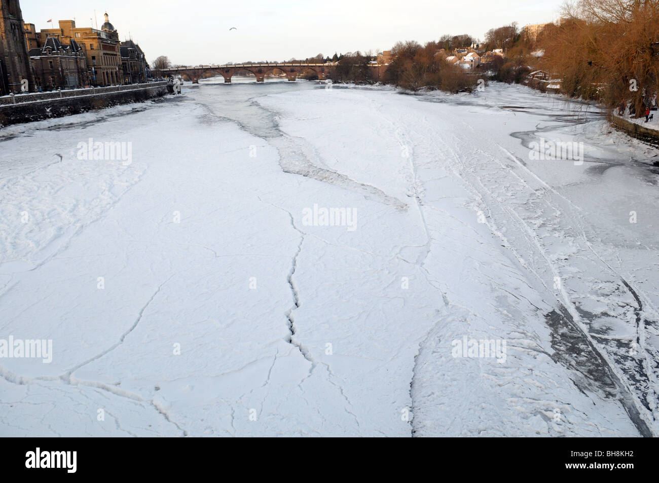 The River Tay freezes over. - Stock Image