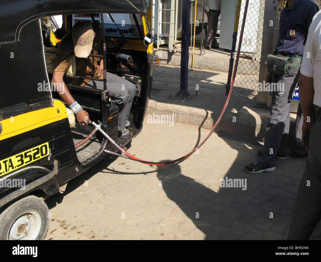 INDIA Highly polluting auto-rickshaw being refuelled , Mumbai Photo © Julio Etchart - Stock Image
