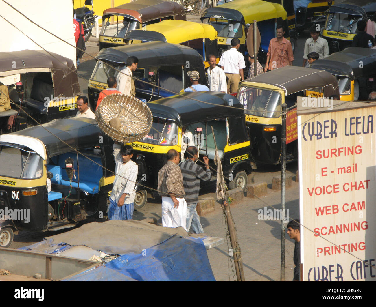 INDIA Highly polluting auto-rickshaws in a street of Mumbai Photo © Julio Etchart - Stock Image