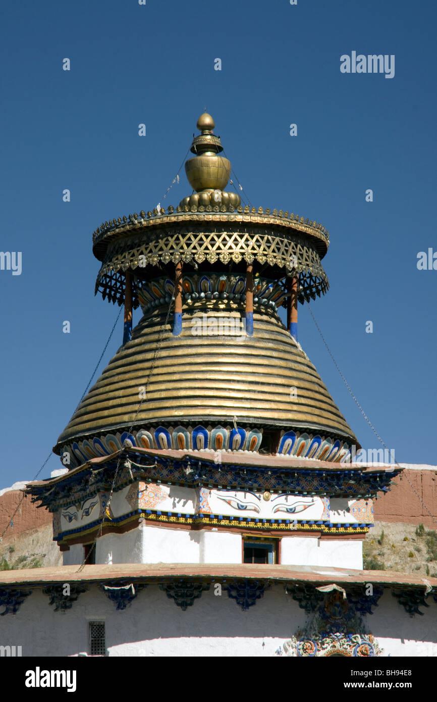 the gyantse kumbum stupa with gold dome - Stock Image