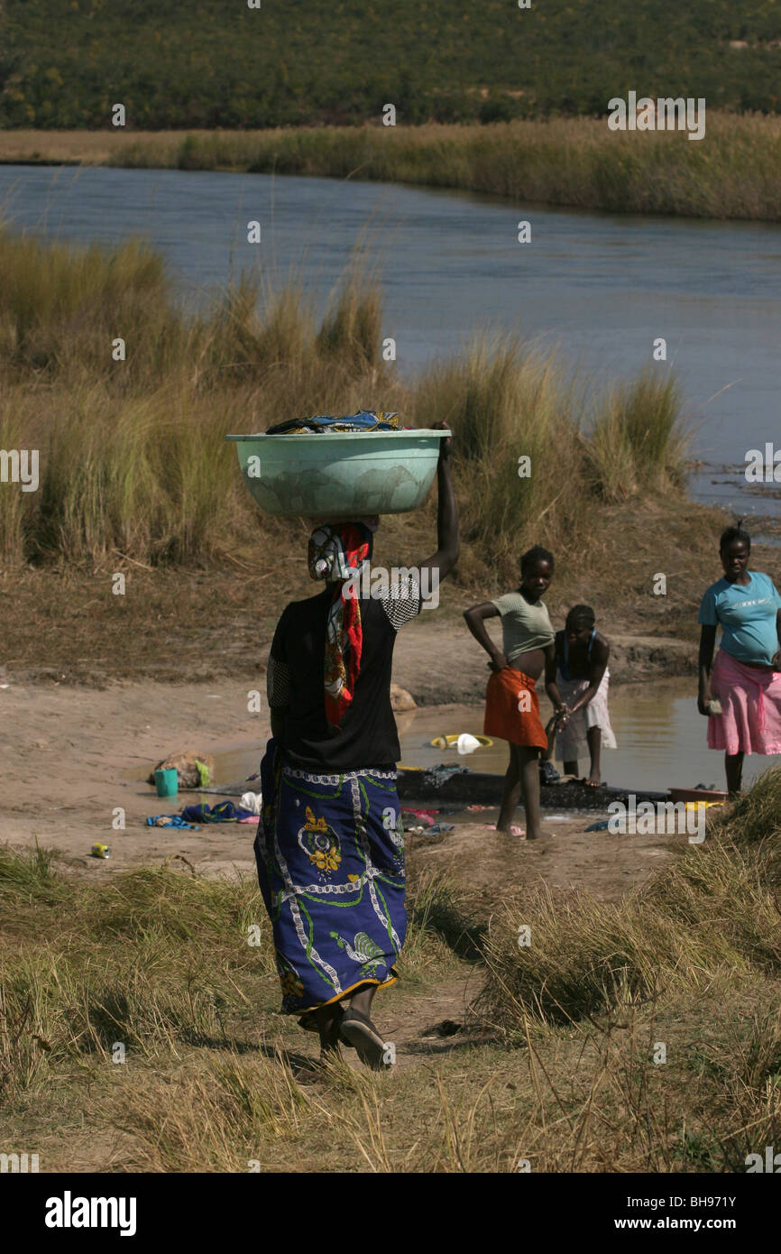 Women wash clothing in the Cuito river, Cuito Cuanavale, Angola, Africa - Stock Image