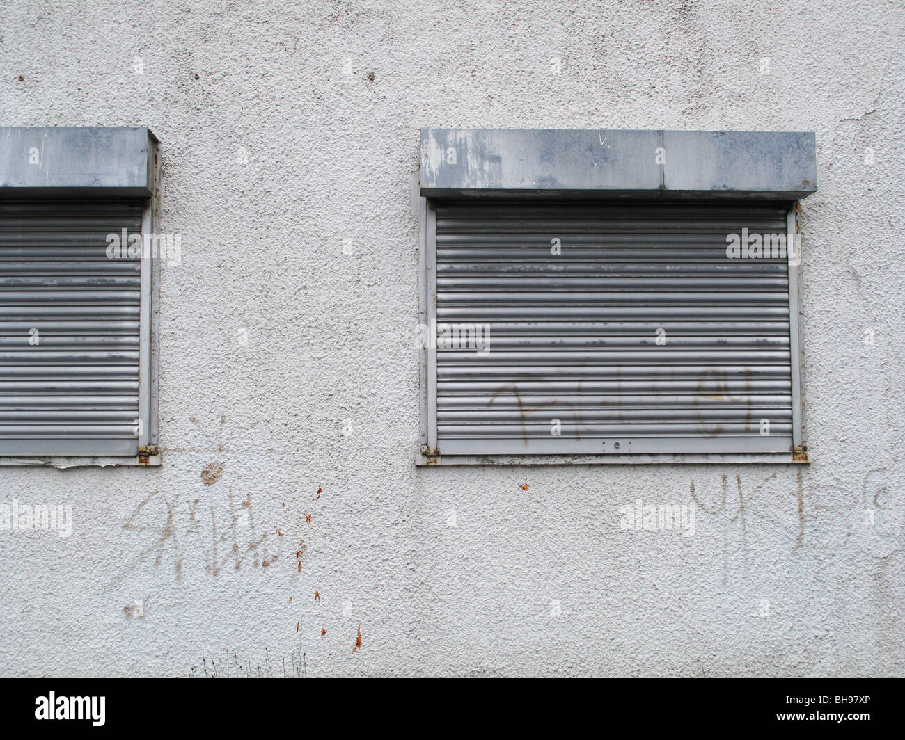 Shuttered windows on empty factory - Stock Image