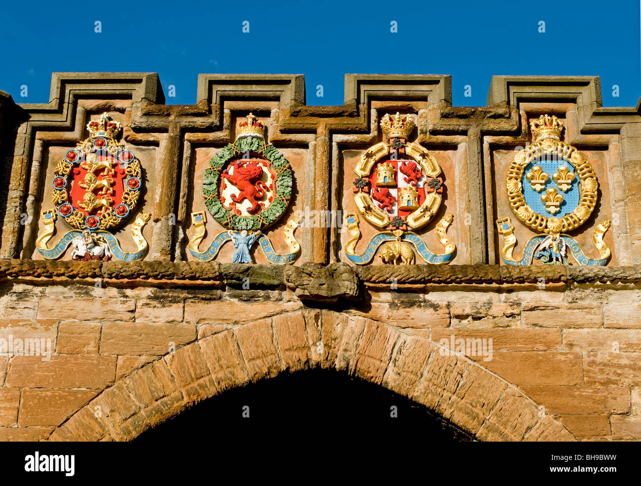 Coats of Arms adorn the entrance of the historic Linlithgow Palace West Lothian Scotland  SCO 6020 - Stock Image