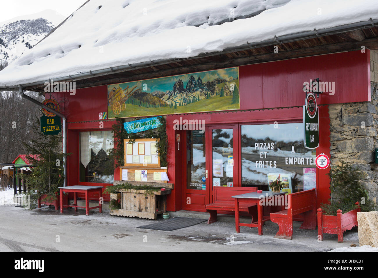 Bar and Pizzeria in the centre of the village of St Jean d'Arves, Les Sybelles ski area, Maurienne massif, France - Stock Image