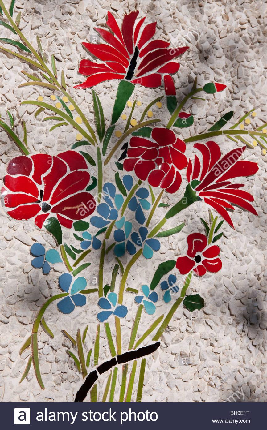 Flowers, bouquet, mosaic, wall, Parc de Colline du Chateau, Nice - Stock Image