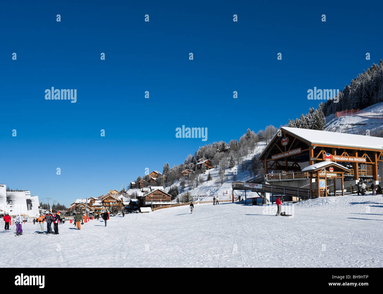 The Rhodos telecabine lift in the centre of Meribel, Three Valleys, Tarentaise, Savoie, France - Stock Image