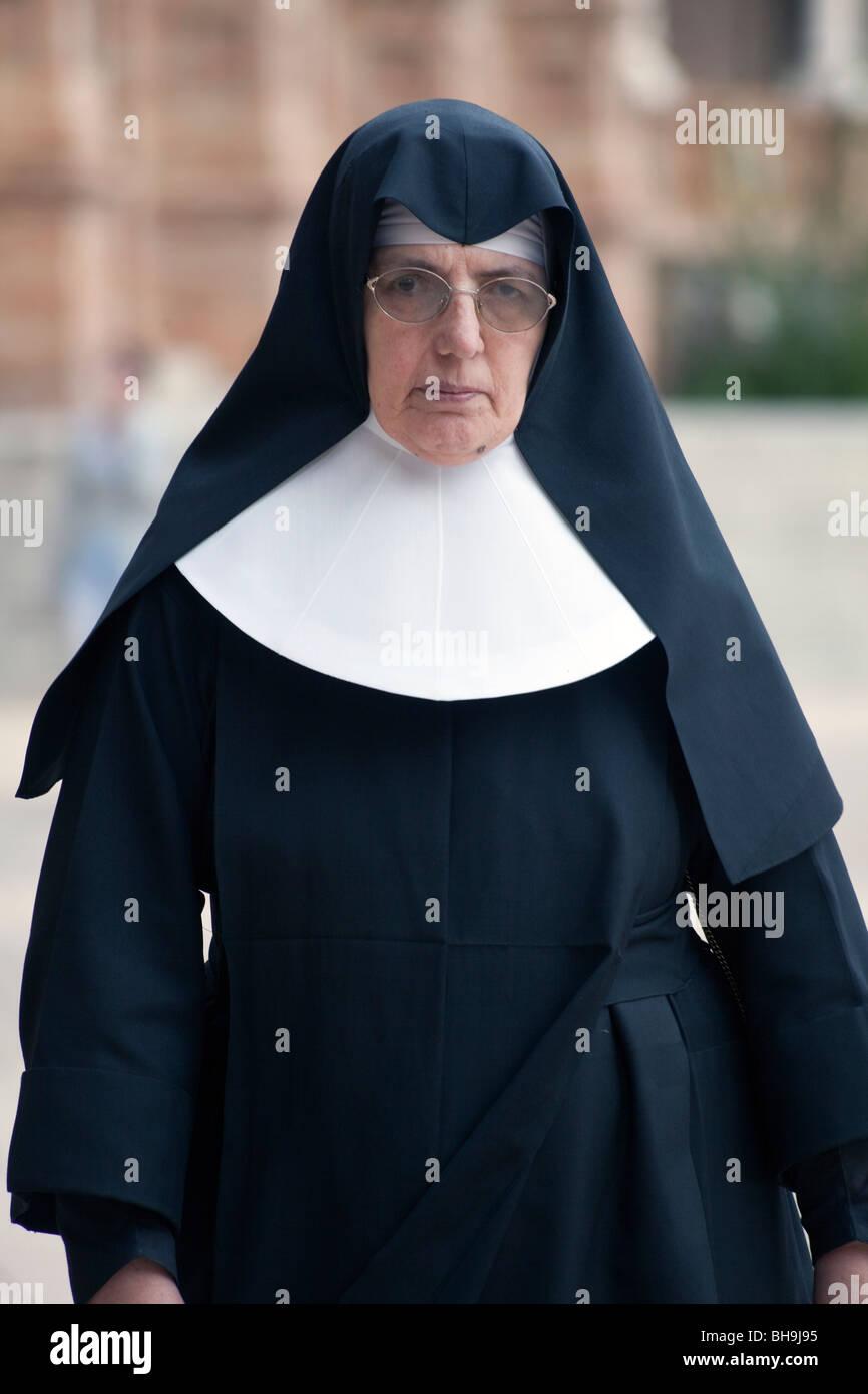 Spanish nun, visiting Plaza de Espagna, Seville, Spain - Stock Image