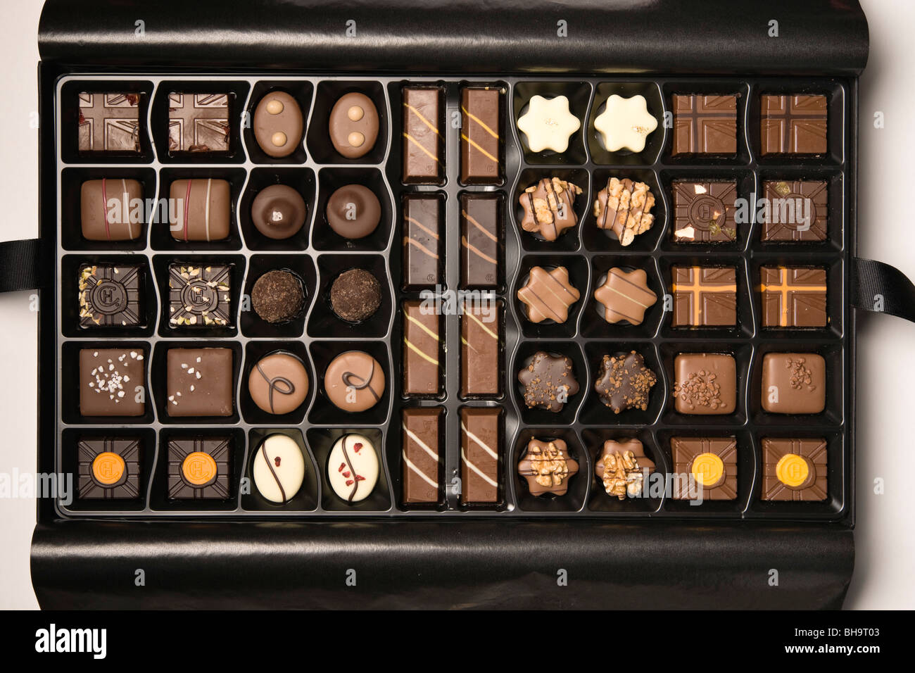 Luxury Hotel Chocolat hand made chocolates in UK (2009 Christmas selection) showing the HC logo stamp - Stock Image