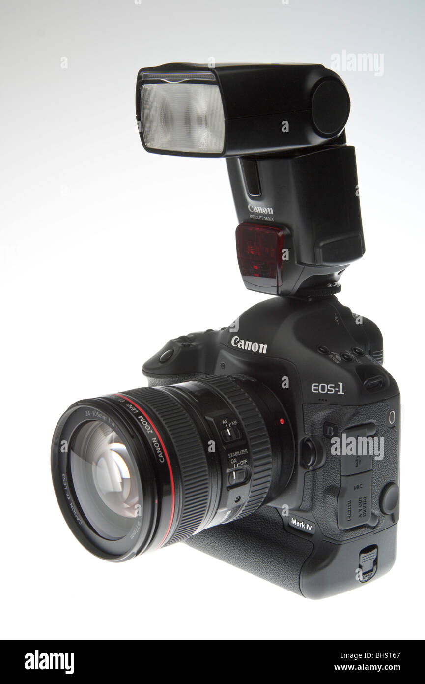 Canon EOS 1D MkIV professional digital SLR camera 2010 with zoom lens and Speedlite flashgun - Stock Image