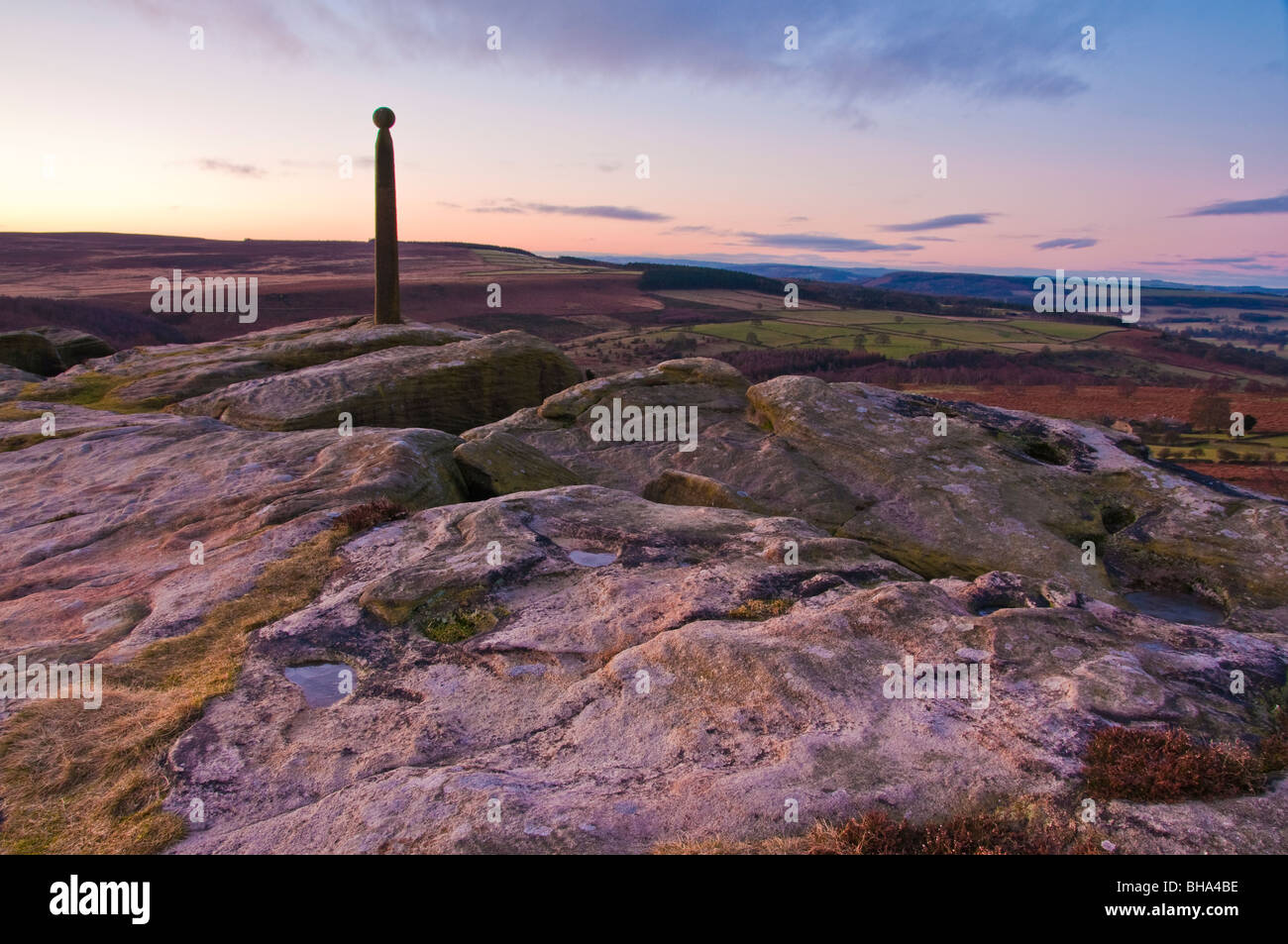 A winters sunrise on Birchen Edge in the Peak District National Park, with Nelsons Monument standing proud on the Stock Photo