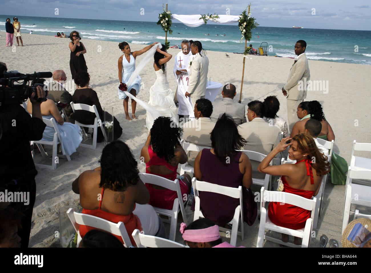 Wedding ceremony, South Beach, Miami, Florida, USA Stock Photo