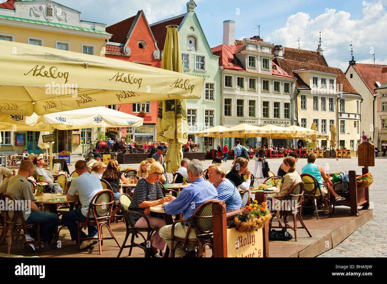 Cafe terrace in Raekoja plats (Town Hall square), at the centre of the Old Town, Tallinn, Estonia. - Stock Image
