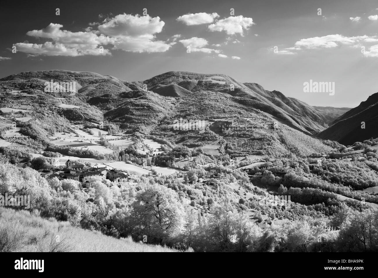 the Valnerina and village of Castelvechio nr Preci, Umbria, Italy - Stock Image