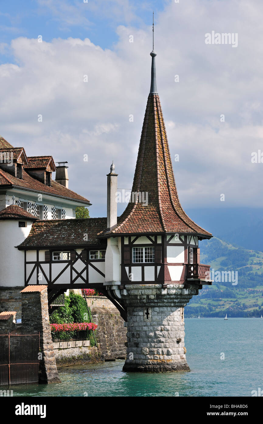 The Swiss castle of Oberhofen along the Thunersee / Lake Thun in the Bernese Alps, Berner Oberland, Switzerland - Stock Image