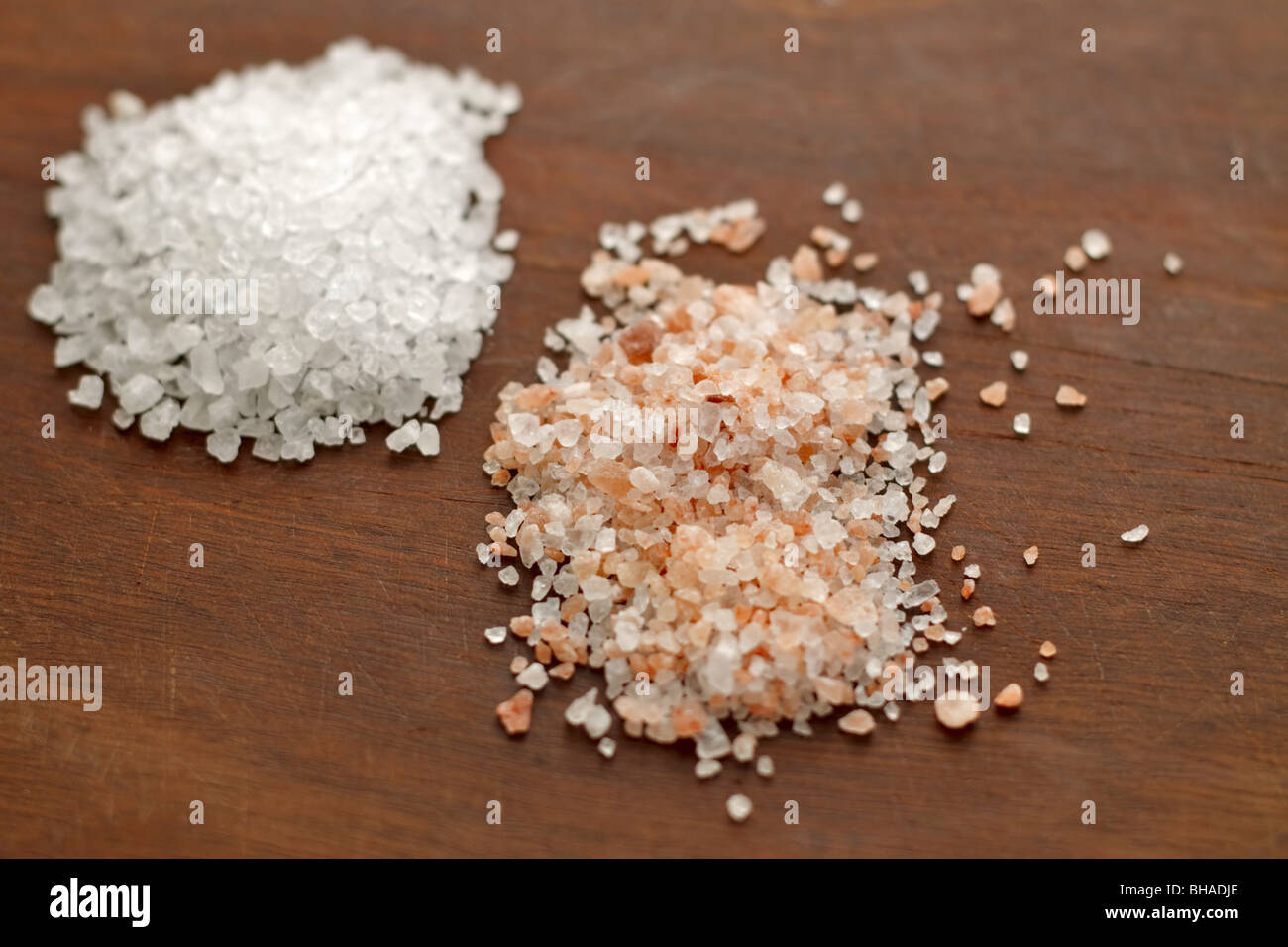 Pink Himalayan rock salt and plain rock salt - Stock Image