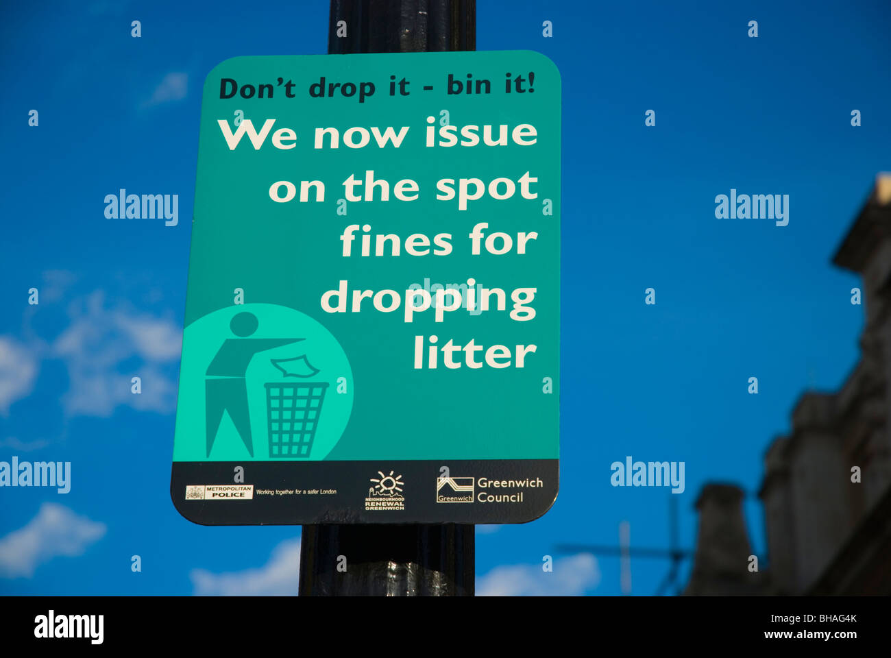 Sign informing there is a fine for littering Greenwich southeast London England UK Europe - Stock Image