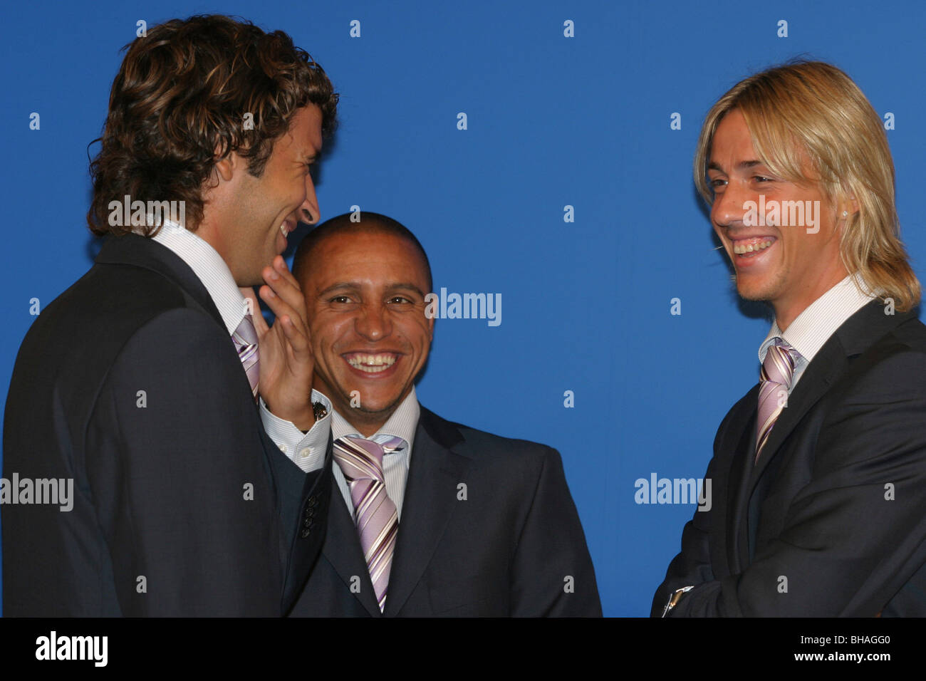 Raul Gonzalez, left, Roberto Carlos (centre) and Jose Maria Gutierrez, football players with Real Madrid football - Stock Image