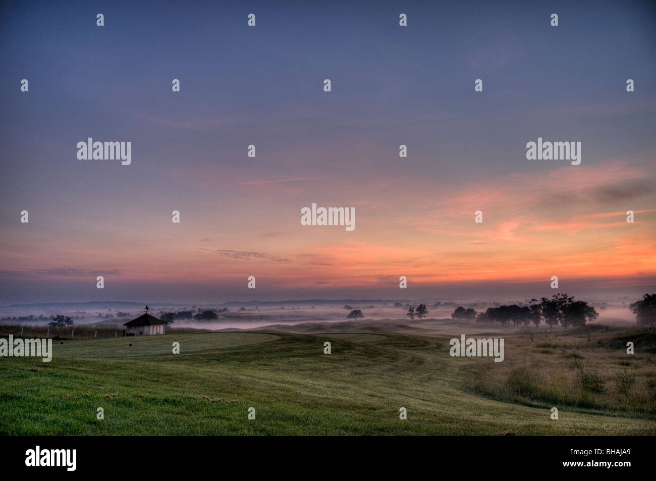 Dawn rises over the first hole of the Oxfordshire Golf Club, Thame, Oxfordshire. - Stock Image