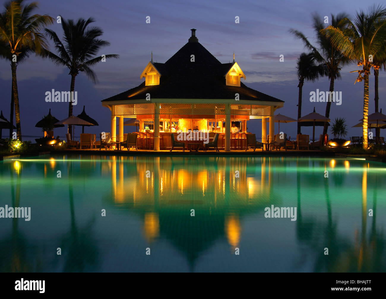 Sunset at the pool bar of the holiday resort Le Telfair, Bel Ombre, Mauritius - Stock Image
