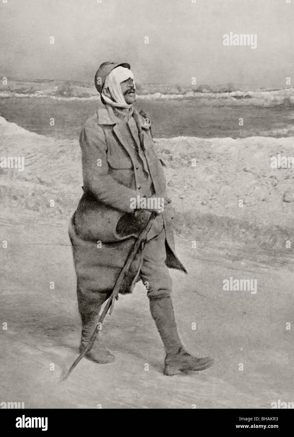 Walking wounded. A French soldier with a head wound makes his way from the front line to a field hospital during - Stock Image