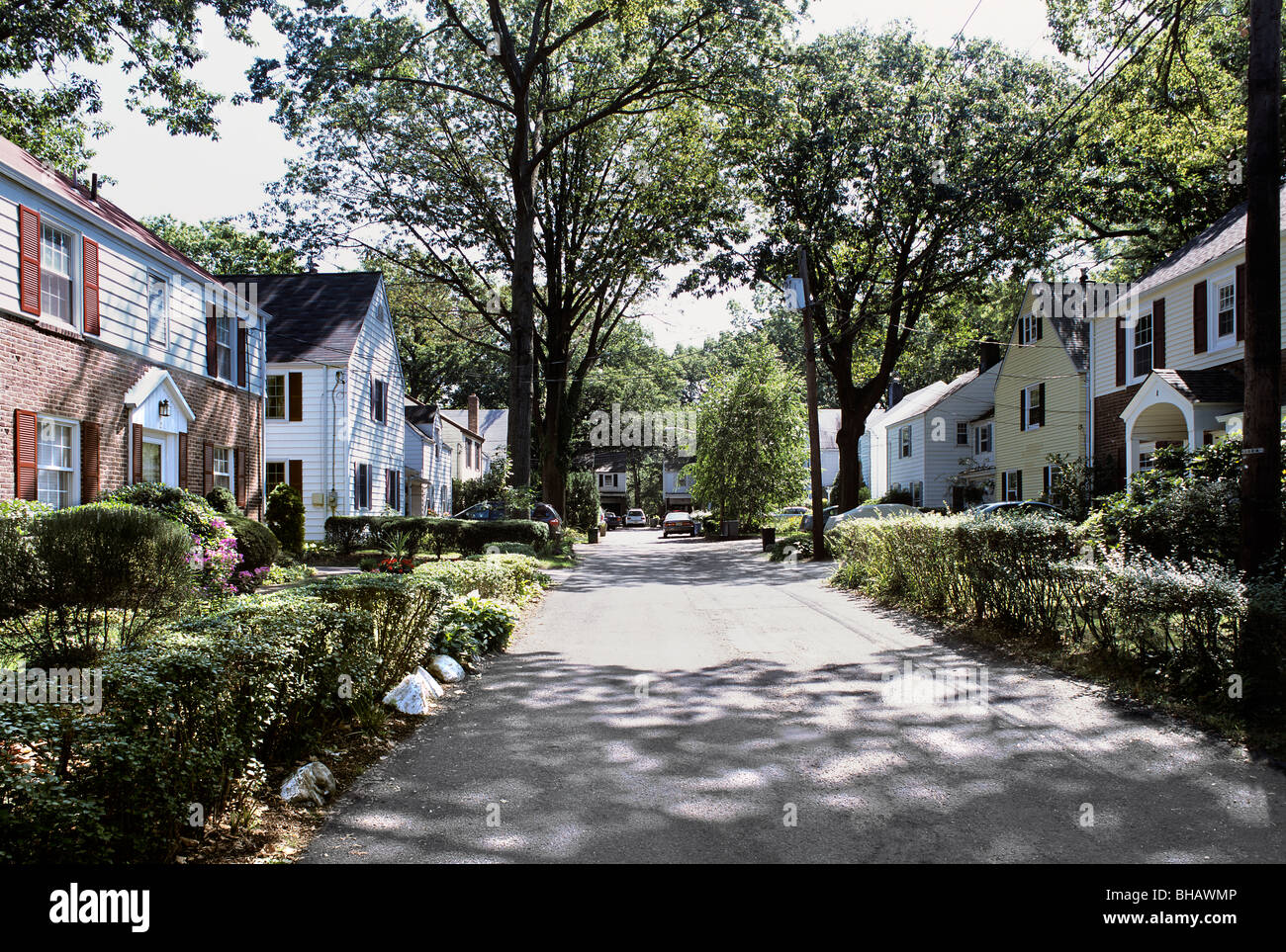 A typical cul-de-sac street for vehicle access in the model suburb of Radburn, Fair Lawn, New Jersey, USA - Stock Image