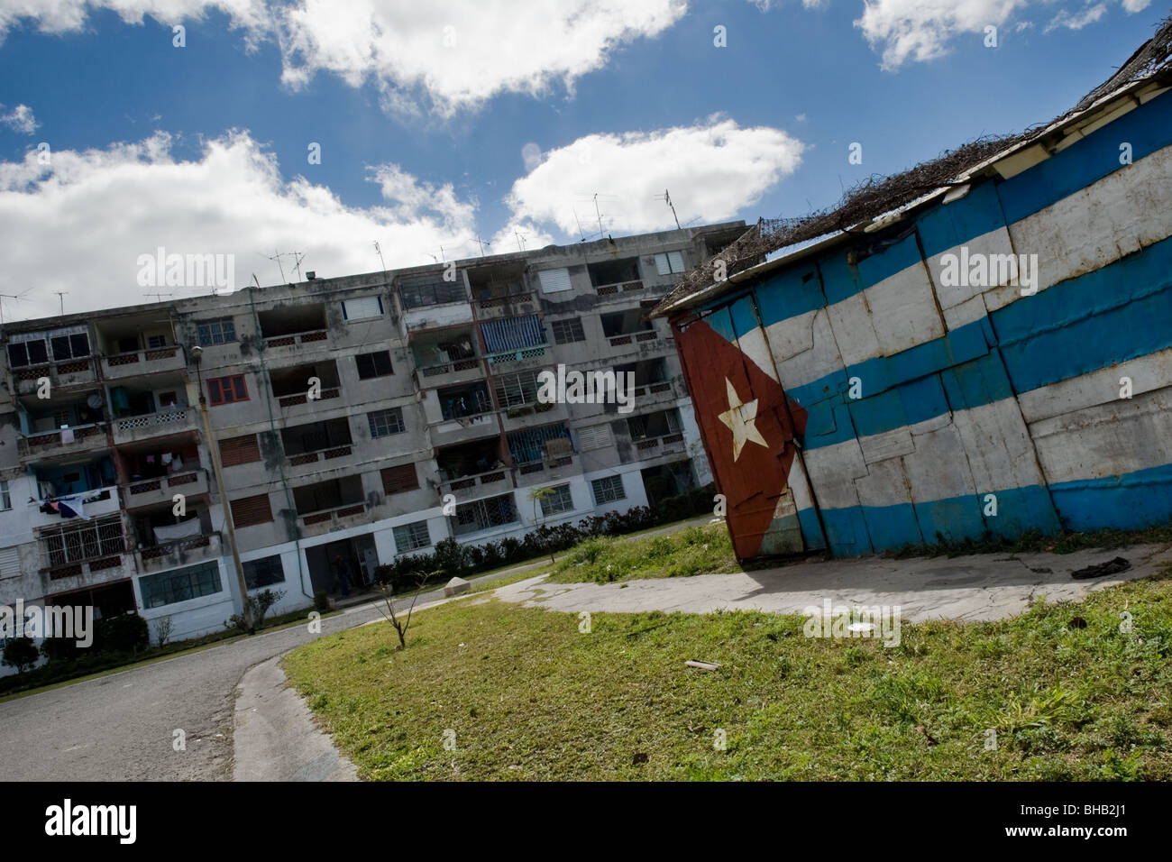 A Cuban national flag painted on a shack in Alamar, a huge public housing complex in the Eastern Havana, Cuba. - Stock Image