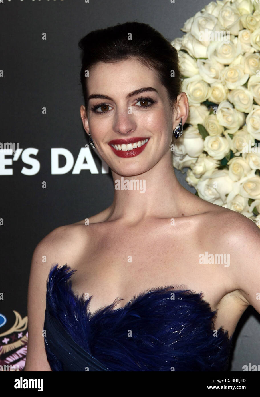 Anne Hathaway Valentines Day World Premiere Hollywood Los Angeles Ca