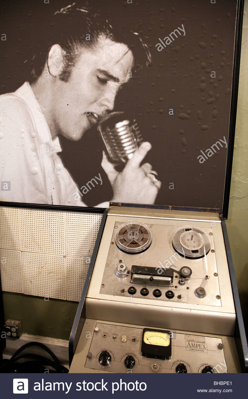 Aaron America Elvis Presley icon instrument; instruments King of Rock & Roll legend Memphis mic microphone mike - Stock Image