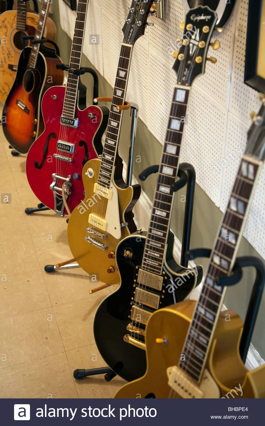 Aaron America Elvis Presley guitar guitars icon instrument; instruments King of Rock & Roll legend Memphis music - Stock Image
