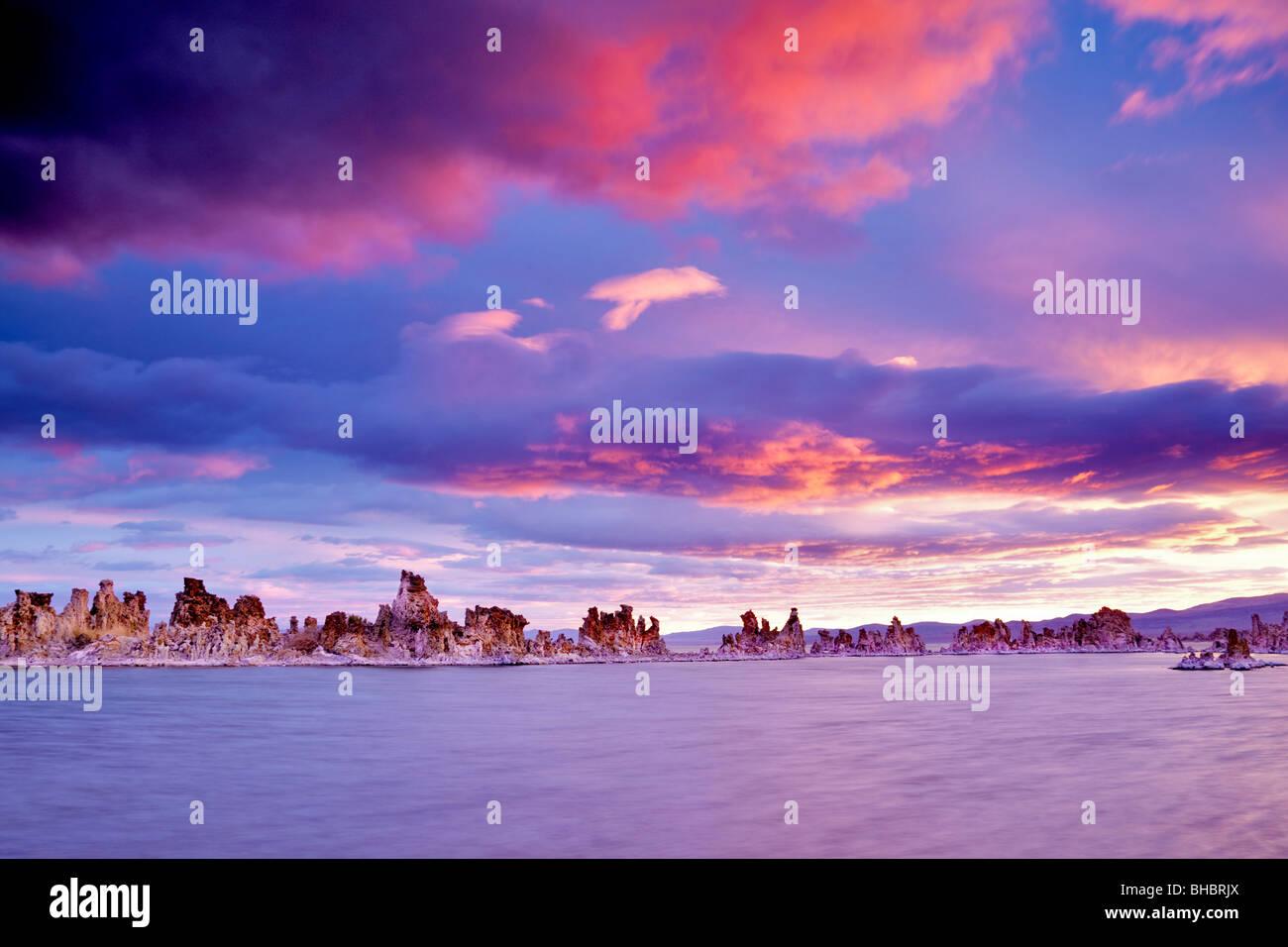 Sunrise on mono Lake. California - Stock Image