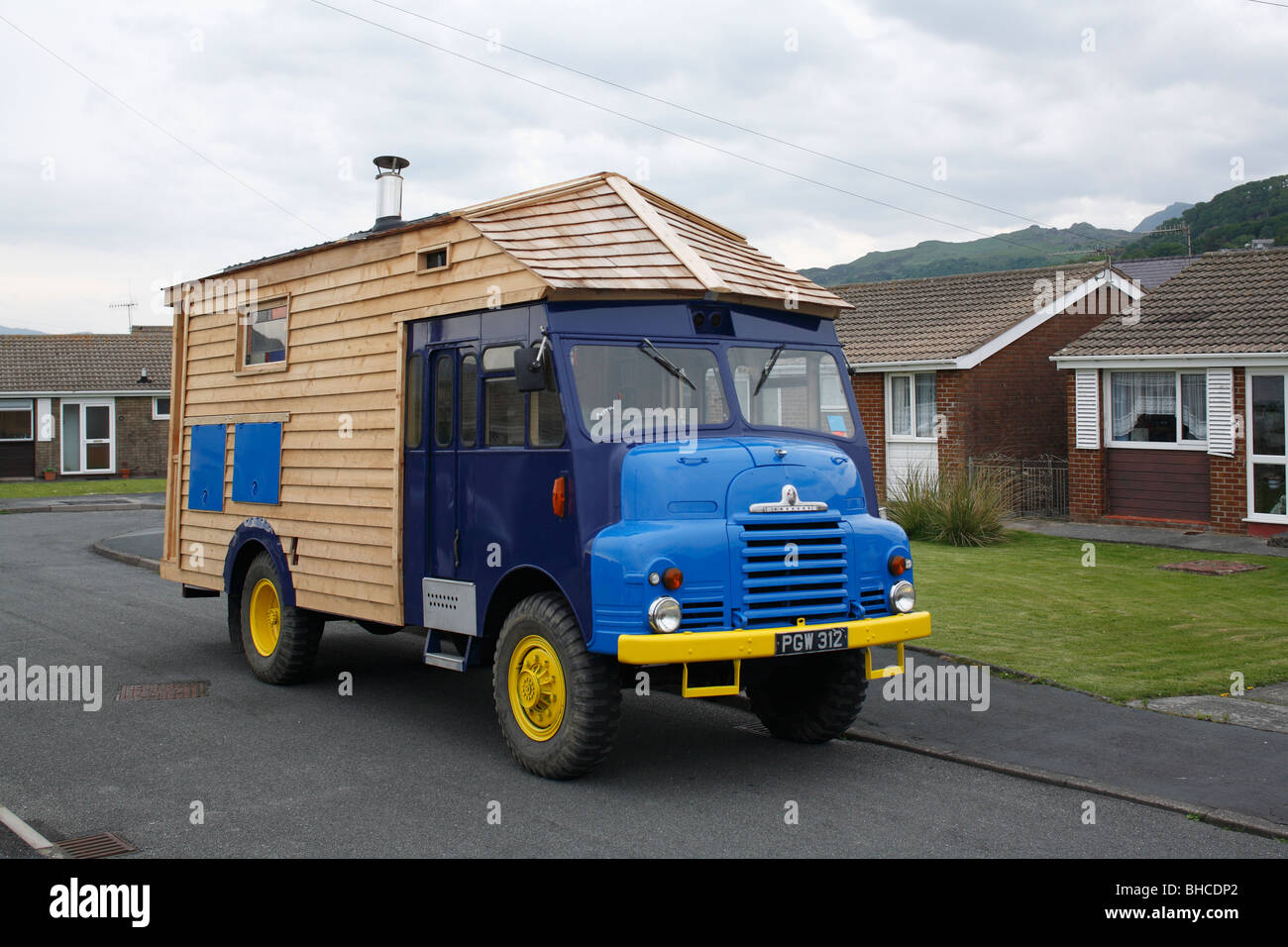 Heather and Ivan Morison's portable sci-fi library in a wooden trailer - Stock Image
