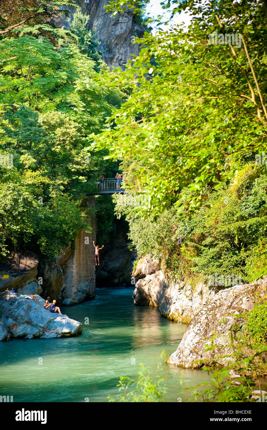 People plunging in the Passirio river, Merano, Italy - Stock Image