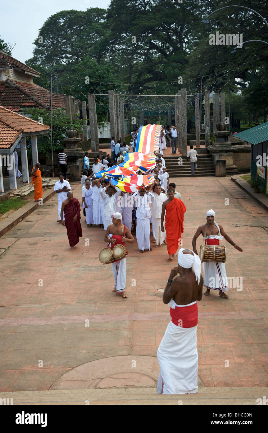 A traditional Buddhist parade at Ruwanweliseya dagoba Anuradhapura Sri Lanka Stock Photo