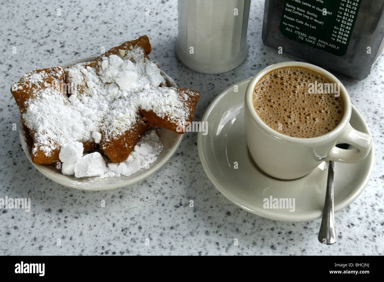 Coffee and Beignets, Café du Monde, French Quarter, New Orleans, Louisiana, USA - Stock Image