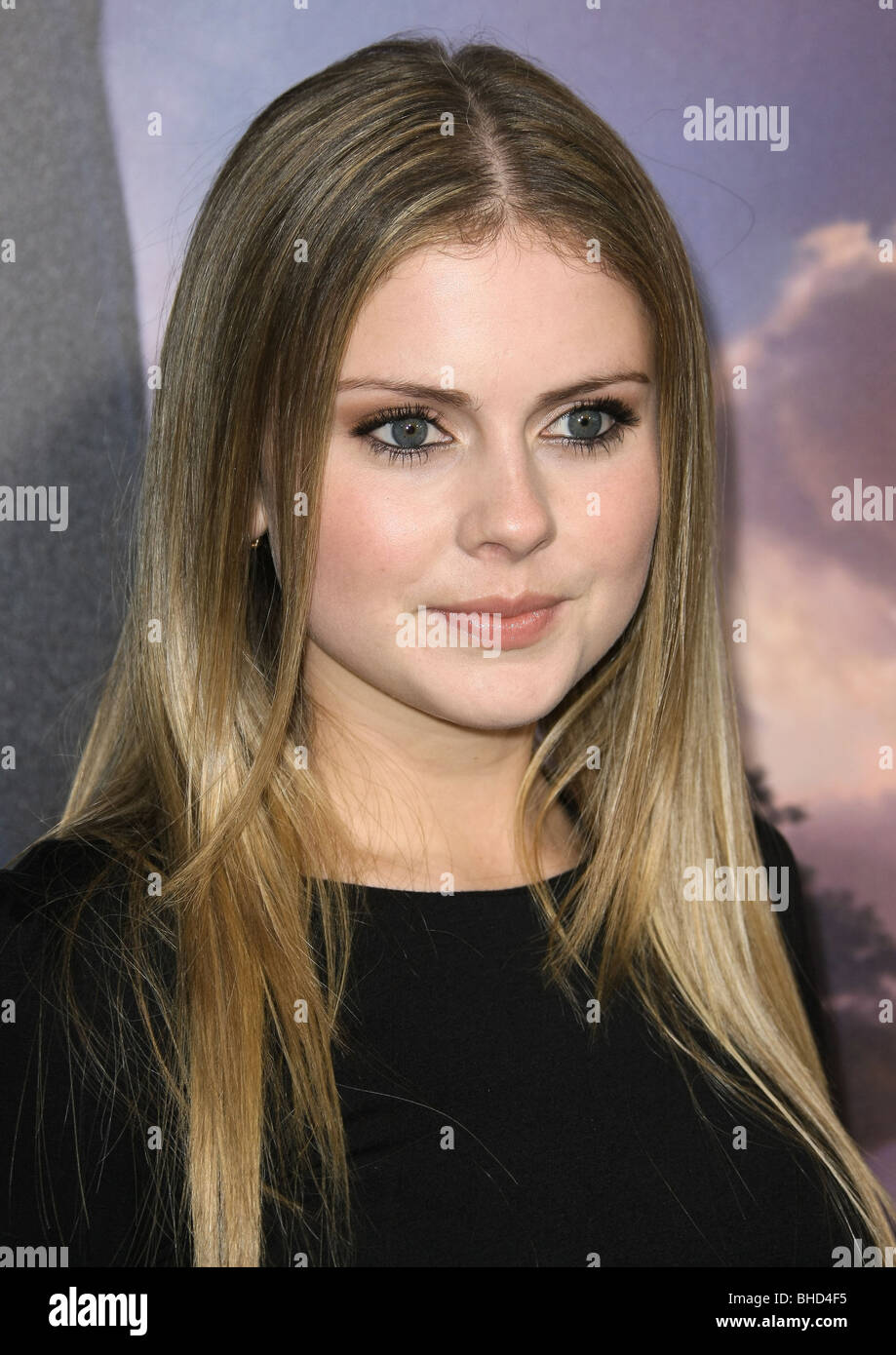 Rose McIver Nude Photos 12