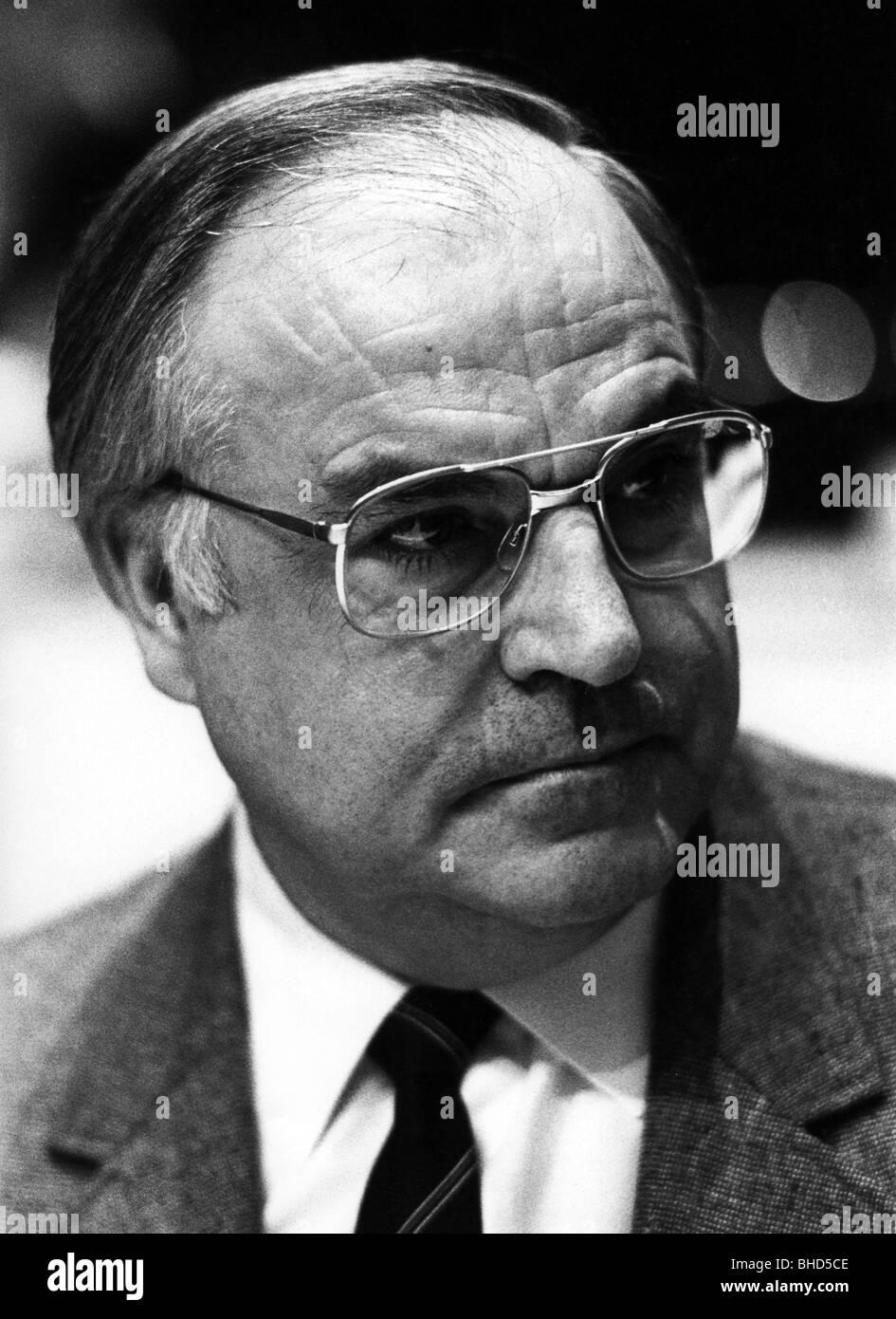 Kohl, Helmut, * 3.4.1930, German politician (CDU), Federal Chancellor 4.10.1982 - 26.10.1998, portrait, at meeting - Stock Image