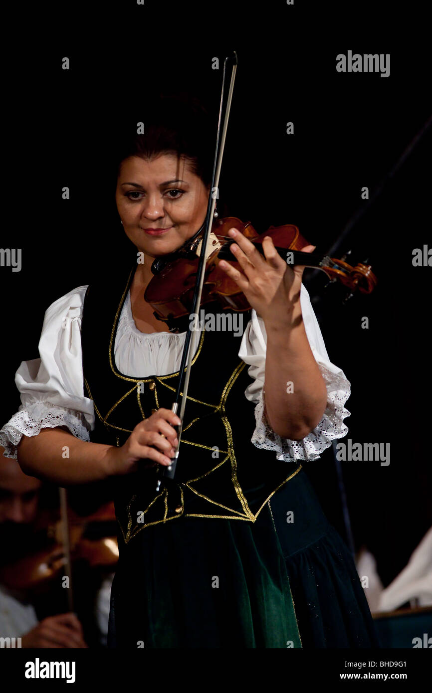 A lady playing violin in a traditional magyar music and dance show in Four Seasons theater in Budapest - Stock Image