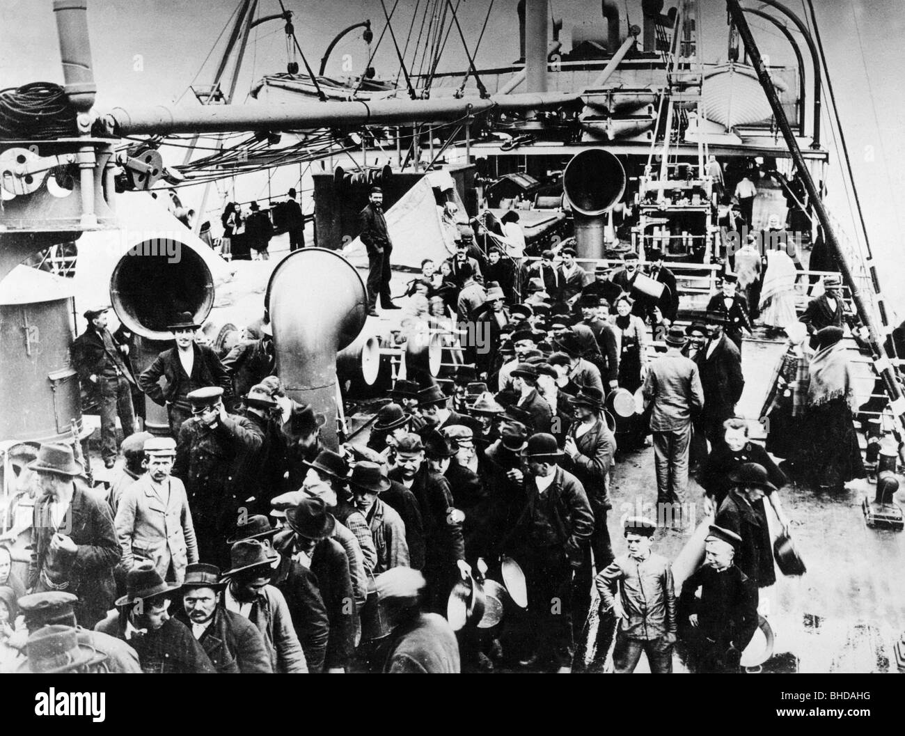 transport / transportation, navigation, emigrant ship, overcrowded deck with German emigrants, circa 1890, Additional - Stock Image