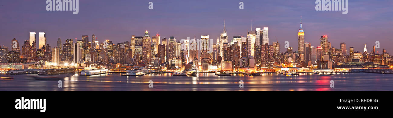 New York Skyline viewed at dusk from New Jersey - Stock Image