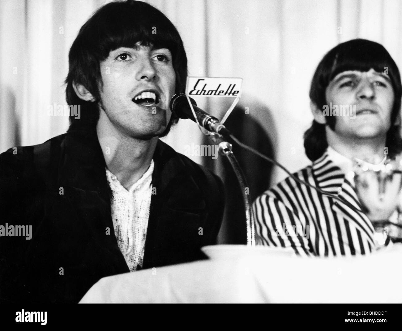 Harrison, George, 25.2.1943 - 29.11.2001, British musician and singer, with Ringo Starr, press conference, Beatles - Stock Image