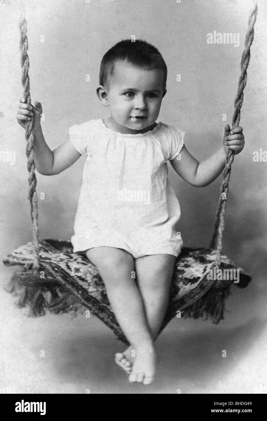 people, children, infants (up to 5 years), little child on a swing, circa 1900, Additional-Rights-Clearances-NA - Stock Image