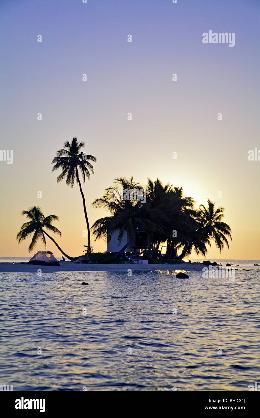 camping on Queen Cay in Belize - Stock Image