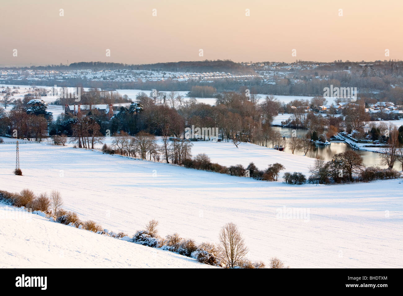 Mapledurham Lock and Weir on the River Thames from the Chiltern Hills in winter, Berkshire, Uk - Stock Image