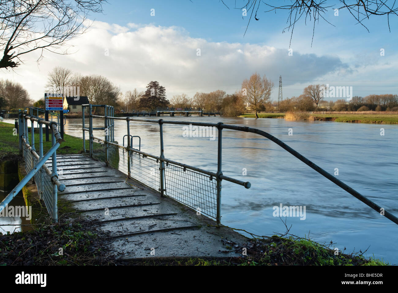 Swinford Weir and Lock on the River Thames, Oxfordshire, Uk - Stock Image