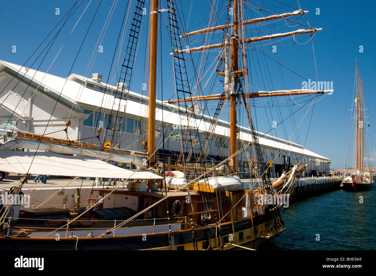 Sailing ships moored at Elizabeth Street Pier, which now houses Somerset on the Pier Apartments. Hobart, Tasmania, - Stock Image