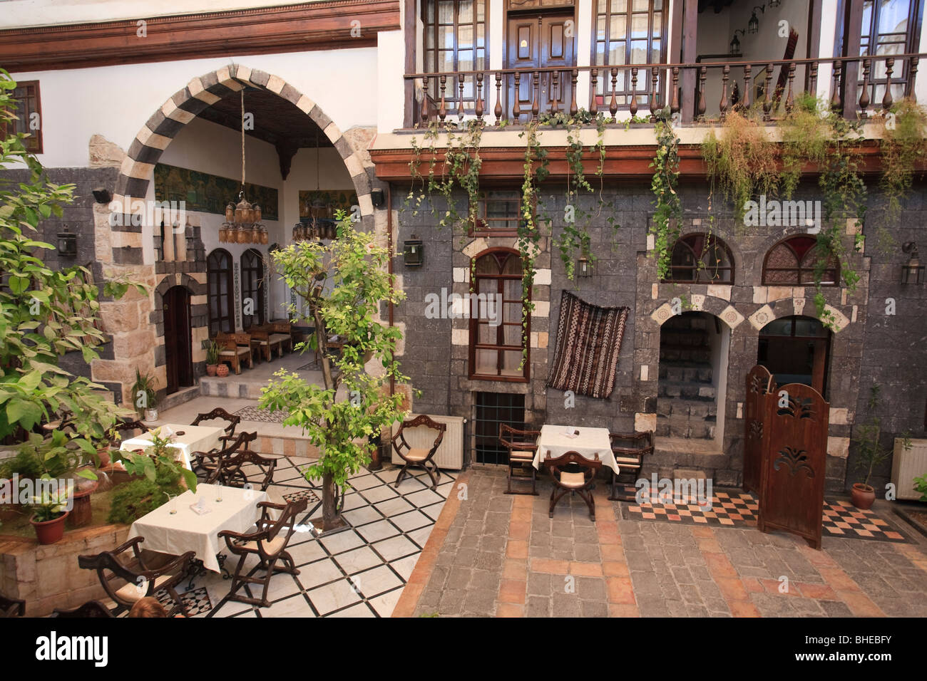 Syria damascus old town traditional damascene house for The damascus house