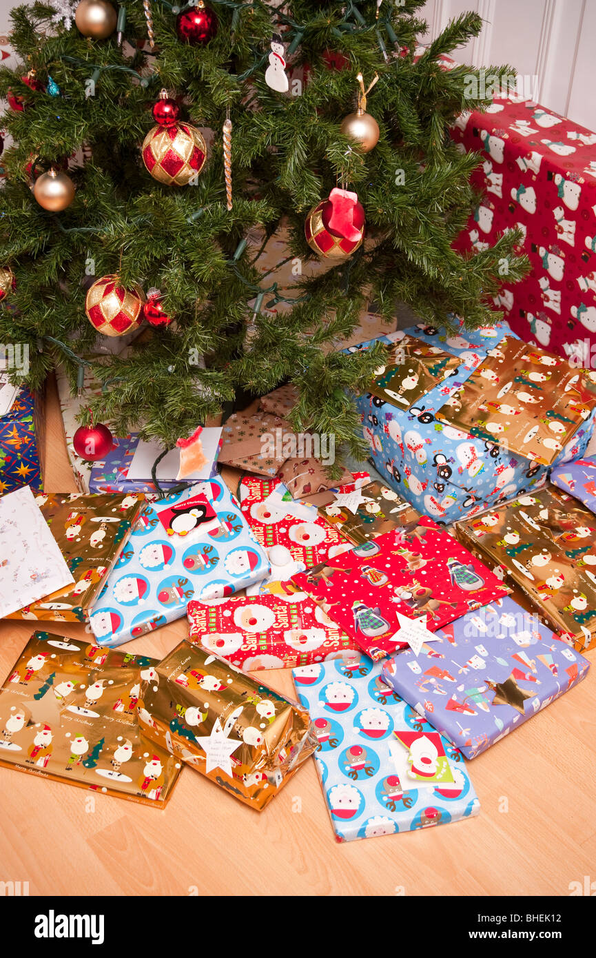 Christmas Presents Under Tree.Christmas Presents Under The Tree Stock Photo 27981774 Alamy