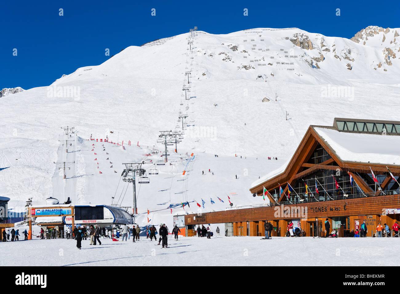 Lifts in the centre of Tignes Le Lac, Tignes, Espace Killy, Tarentaise, Savoie, France Stock Photo