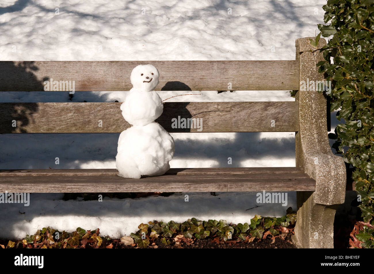 Snowman on a park bench in Brooklyn - Stock Image